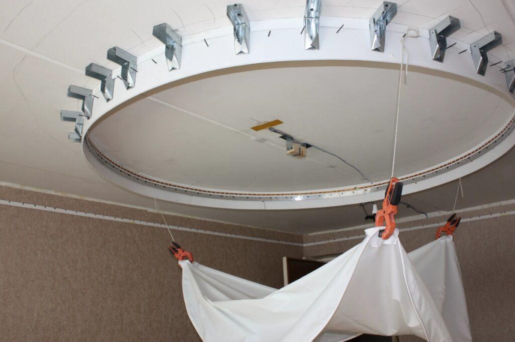 натяжной потолок технология установки